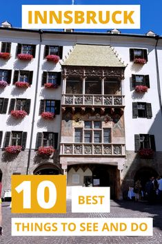 The Innsbruck old town in Tyrol, Austria is full of historic and architectural gems within easy walking distance of each other. This list of the top 10 things to see and do in will help you discover the historic old town of Innsbruck in no time. Road Trip Europe, Travel Tips For Europe, Backpacking Europe, Travel Packing, Travel Destinations, Visit Austria, Austria Travel, European Destination, European Travel