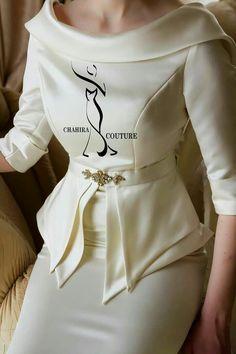 African Fashion Dresses, African Attire, African Dress, Fashion Outfits, Womens Fashion, Dress Neck Designs, Blouse Designs, Elegant Dresses, Pretty Dresses