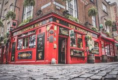 This ultimate 7 day Ireland itinerary will guide you in planning trip to Ireland! From Dublin to Dingle, this 7 day Ireland itinerary covers it all! Dublin Castle, Dublin City, Dublin Travel, Ireland Travel, Dublin Things To Do, Ireland Attractions, Kilmainham Gaol, Famous Bar, Doors