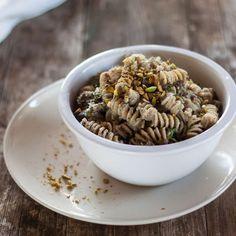 Fusilli integrali con granella di pistacchi / Wholewheat Fusilli with chopped pistachios