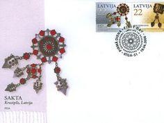 """2006.gadā """"Latvijas Pasts"""" izdeva jaunu pastmarku sēriju """"Rotas"""".  2006.gadā šī sērija bija Latvijas un Kazahstānas kopizdevums. Tajā ir divas pastmarkas – viena no tām ar Latvijai raksturīgo sprādzi – saktu, savukārt uz otras pastmarkas attēlota Kazahstānas tradicionālā rota – rokassprādze. Saktas Latvijā izpelnījās ievērību jau 8. gs., kad tās kļuva par zīmīgāko rotu visās baltu tautu apdzīvotajās zemēs."""