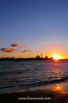 A beautiful sunset in Auckland, New Zealand. Beautiful Sunset, Beautiful Beaches, Beautiful World, Beach Travel, Beach Trip, Kiwiana, Volunteer Abroad, Auckland, Budget Travel