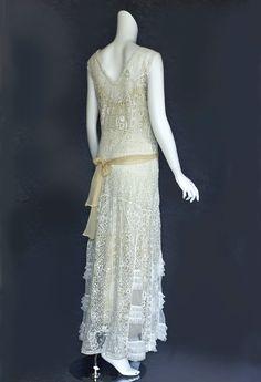 White mixed lace tea dress, c.1920 http://www.vintagetextile.com/images/Graphics/vt.gif