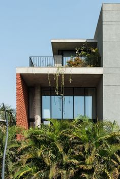 Design Work Group has completed a family home in the Indian port city of Surat, which features a gently undulating brick facade Brick Architecture, Indian Architecture, Residential Architecture, Tropical Architecture, Contemporary Architecture, Interior Architecture, Brick House Plans, Brick Face, Shade House