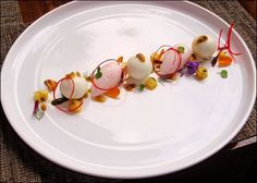 Chef Antonio Bachour  L'art de dresser et présenter une assiette comme un chef de la gastronomie...  http://visionsgourmandes.com  http://www.facebook.com/VisionsGourmandes . Vous aimez Visions Gourmandes ? Alors partagez cette photo ! ;) #gastronomie #gastronomy #chef #presentation #presenter #decorer #plating #recette #food #dressage #assiette #artculinaire