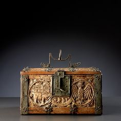 Casket ' Minnekästchen'  iron mounted wood (maple) with a wildman and various beasts   Germany, early 15th century