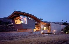 Expansive clifftop property overlooking the Pacific Ocean designed by architect Marmol Radziner