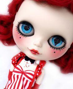 Una de las muñecas Blythe que se puede ver en la exposición.