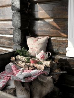 I love French country style, shabby chic , romantic and white style. This is just random things I love. Christmas Tea, Christmas Vignette, Cabin Christmas, Country Christmas, Christmas Decor, My Cup Of Tea, Cabins In The Woods, Christen, Cottage Style