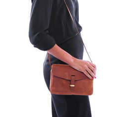 OMB-E057B Ally Bag Midi #model (web)