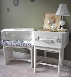 Vintage suitcases are a great upcycle project! Old suitcases add a feeling of history to a room. As a bonus, they provide storage as well and are just plain looking awesome! You can stack them. Matched or mismatched; they make a great coffee table or display table. (Dig This Design On Pinterest)