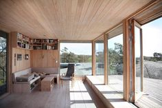 Bygde hytta over sprekken i landskapet - Aftenposten Interior Architecture, Interior And Exterior, Modern Wooden House, Tiny House, Weekend House, Bungalows, Interiores Design, Home And Living, Living Room