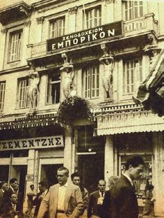 Athens Landmark Hotel Emporikon to Open for Business Greece Pictures, Old Pictures, Old Photos, Vintage Photos, Vintage Stuff, Athens City, Athens Greece, Bauhaus, Old Greek