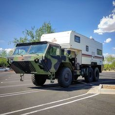 I think I may have won the world record for most redneck RV ever parked in a Walmart parking lot. It took me nearly 30 minutes to leave the parking lot as I had to finish up conversation with people that had questions, Rednecks are awesome. Feel free to repost and tag @slicknessindustries #rv #offroadrv #vanlife #expeditionvehicle #militarytruck #cummins #cumminslife #offroadlife #redneck #rednecklife #hillbilly #yeeyee