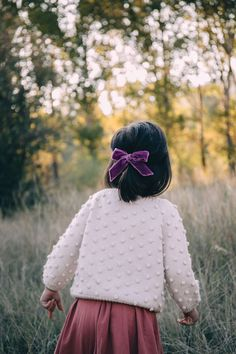 Luxe Velvets Collection - Wunderkin Co. Handmade velvet hair bows for your baby, toddler, or little girl and her free spirited style. Perfect for fall and winter adventures. Toddler Girl Outfits, Toddler Fashion, Kids Fashion, Baby Outfits, Toddler Girls, Fashion Fashion, Baby Girls, Baby Boy, Fashion Trends