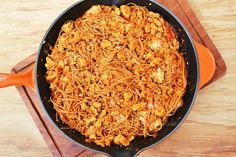 Espaguetti a la boloñesa con pollo en skillet #LeCreuset. Por Madeleine Cocina