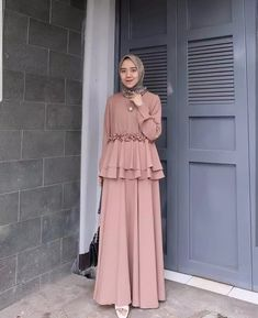 dresses muslim Source by atlantiez Modern Hijab Fashion, Arab Fashion, Modest Fashion, Fashion Dresses, Dress Muslim Modern, Muslim Long Dress, Dress Brokat Muslim, Hijabi Gowns, Hijab Mode