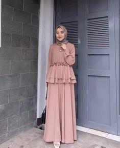 dresses muslim Source by atlantiez Modern Hijab Fashion, Arab Fashion, Modest Fashion, Fashion Dresses, Dress Muslim Modern, Muslim Long Dress, Dress Brokat Muslim, Hijab Mode, Moslem Fashion