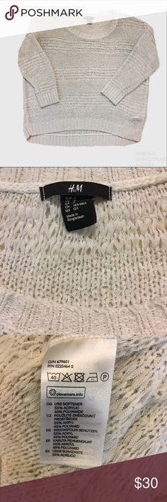 H&M Loose Knit 3/4 Sleeve Sweater Euc. Winter white. Made with an acrylic ribbon yarn loosely stitched and slightly sheer. 3/4 sleeves and slight hi low hem. H&M Sweaters