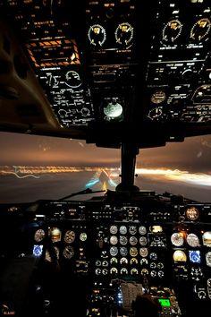 la cabine de votre avion privé, pendant la nuit, une belle vue