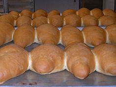 Uno de los secretitos mejor guardados por nuestros panaderos artesanales de El Salvador. La receta de nuestro deliciosos Pan Frances Salvadoreño. Disfrutela!