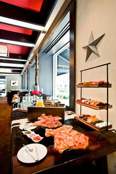 Houston, Texas: Hotel Derek Buffet