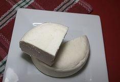 Vynikajúci recept na domáci syr z youtube len z 2 prísad, bez syridla a s naozaj rýchlou prípravou. Všetko potrebné máte doma. Syr, Dairy, Cheese, Homemade, Youtube, Home Made, Youtubers, Hand Made, Youtube Movies