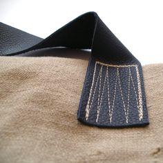 the handle stitching Sacs Tote Bags, Tote Purse, Handmade Purses, Handmade Handbags, My Bags, Purses And Bags, Diy Handbag, Fabric Bags, Bag Making