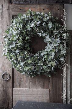 - Lilly is Love Christmas Door Wreaths, Easter Wreaths, Holiday Wreaths, Christmas Decorations, Holiday Decor, Estilo Interior, Eucalyptus Wreath, Decoration Inspiration, Green Decoration