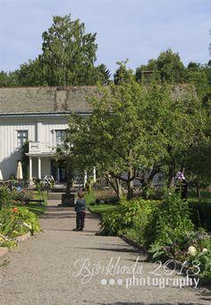 Der in der Umgebung von Karlstad (Värmland) gelegenen Herrenhof Alsters Herrgård ist ein Kulturdenkmal des bekannten schwedischen Dichters Gustav Fröding, der hier am 22. August 1860 das Licht der Welt erblickte. - See more: http://www.bjoerklunda.de/index.cfm/de/schweden/varmland/karlstad/parkanlagen-karlstad/ #Alsters #Herrgård - #Karlstad (#Värmland) #Schweden