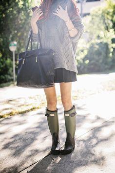 Jane Aldridge wearing : rag & bone for hunter boots, rag & bone sweater, pleated miniskirt, Barney's scarf, and Elizabeth & James bag. Warm Outfits, Fall Winter Outfits, Autumn Winter Fashion, Look Fashion, Womens Fashion, Preppy Fashion, Petite Fashion, Curvy Fashion, Fall Fashion