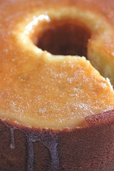 Butter Pound Cake that is very moist and buttery. This Butter Pound Cake is a win for any family! Bizcocho Pound Cake, Cupcakes, Cupcake Cakes, Just Desserts, Dessert Recipes, Butter Pound Cake, Bunt Cakes, Poke Cakes, Layer Cakes