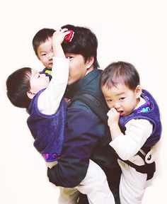 Rie, Filipino, USA Mostly for the cuties Song Triplets. Superman Baby, Song Il Gook, Korean Tv Shows, Man Se, Song Triplets, Song Daehan, Eternal Sunshine, Cute Kids, Dads