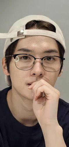 Lee Minho Stray Kids, Lee Know Stray Kids, Stray Kids Chan, Felix Stray Kids, Ideal Man, Kid Memes, Kids Icon, Lee Min Ho, Boyfriend Material