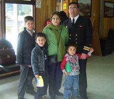 """P.Williams 2008. """"en el aeropuerto junto a mis nietos y Leo, ya de regreso a Concepción"""""""