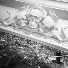 """К завершению подходит первая часть гипсовой коллаборации [MISH] studio и лепной мастерской """"Капитель"""". Скоро будет доступен предзаказ. #mishstudio #мастерскаякапитель"""