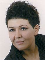 Joanna Głowacka – lekarz medycyny, specjalista psychiatra. W Instytucie prowadzi konsultacje psychiatryczne, a specjalizuje się w leczeniu zaburzeń depresyjnych, lękowych, tików, zaburzeń kompulsywno-obsesyjnych czy psychoz. Więcej informacji na stronie internetowej: http://psychiatrzy.pl/.