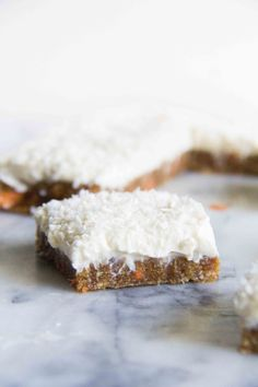 These No Bake Carrot Cake Cream Cheese Bars are the perfect spring dessert! Cookie Desserts, Just Desserts, Delicious Desserts, Dessert Recipes, Yummy Food, Bar Recipes, Free Recipes, Cheesecakes, Gastronomia