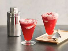 Sunny's boozy Blackberry Gin Fizz Float will please dessert lovers and cocktail enthusiasts alike.