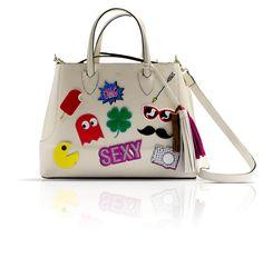 Coleção Tag Me para a Schutz!!! Faça o seu acessório ter o seu estilo e divirta-se! - http://www.damaurbana.com.br/colecao-tag-me-para-a-schutz-faca-o-seu-acessorio-ter-o-seu-estilo-e-divirta-se/
