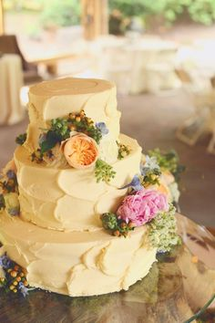 Pale yellow buttercream wedding cake | J.Woodbery Photography