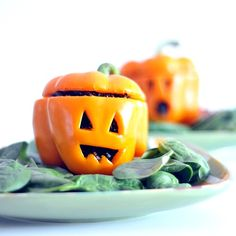 carrot ginger pepper jacks - so cute for Halloween! Could also do traditional stuff pepper or use for a dip. Jack o lantern peppers Halloween Fruit, Halloween Punch, Halloween Dinner, Halloween Cupcakes, Halloween Treats, Healthy Halloween, Haunted Halloween, Halloween 2020, Pepper Jack Recipe
