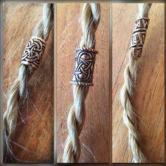 [:de] Bartperlen aus Bronze oder Silber stehen auch Frauen im Haar sehr gut! Für Dreadlocks auch super geeignet. Eine Auswahl von verschiedenen Bartperlen findest du in meinem Shop.[:]