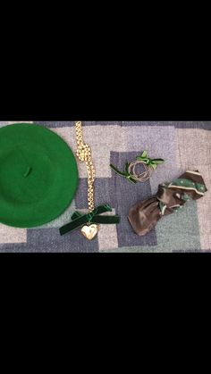 NEW‼️ #green #hat #bow #necklace #bracalet #heart #details #accessories #scarf #thinkgreen #outfitoftheday #styleinspiration #newcollection #aw1718 #indaco #fashion #bojuà @centergross_official
