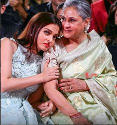 This picture of Aishwarya Rai Bachchan with Jaya Bachchan is going viral for all the right reasons Aishwarya Rai Pictures, Aishwarya Rai Photo, Actress Aishwarya Rai, Aishwarya Rai Bachchan, Amitabh Bachchan, Bollywood Stars, Bollywood Photos, Bollywood Heroine, Bollywood Actress
