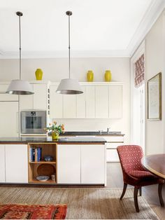 It was only after dispelling a ghostly presence that the interior designer Virginia Howard was able to start reorganising the space in this London flat, introducing neutral schemes with hints of pink Howard House, Old Country Houses, Garage Room, Interior And Exterior, Interior Design, London Property, London Architecture, Mid Century Chair, Kitchen Units
