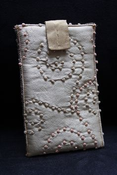 Cream coloured smartphone sleeve made of silk. Just lovely!
