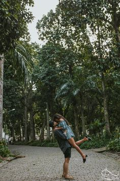 Trendy Wedding Photos Poses Couple Pictures The Dress Ideas Pre Wedding Photoshoot, Wedding Poses, Dress Wedding, Cute Couples Goals, Couple Goals, Couple Photography, Photography Poses, Foto Baby, Couple Pictures