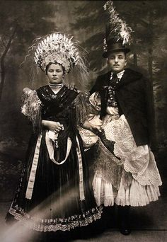 Balassa–Ortutay: Hungarian Ethnography and Folklore / Upper Hungary Art Costume, Folk Costume, Vintage Photographs, Vintage Images, Hungarian Embroidery, Folk Dance, Bridal Crown, Wedding Costumes, Bridal Photography