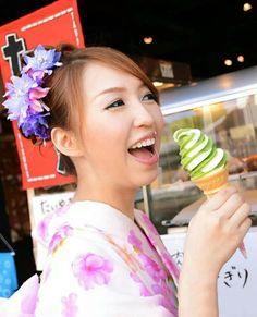 Kimono with greentea icecream  #okamoto #kimono rental #kyoto #kansai #icecream #greentea #japan #japankuru #kiyomizu #culture #travel #trip